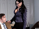 Black-haired mademoiselle gives a head in the classroom
