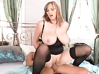 blonde uses her huge