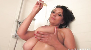 curvy mature plays with
