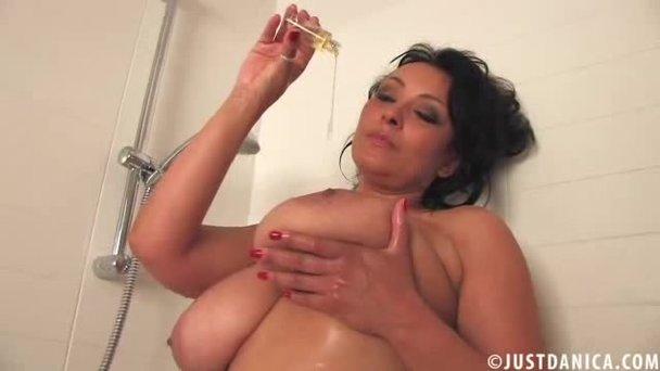 Mature shower porn