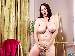 fat nude model brunette