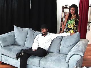 ebony hottie gets her