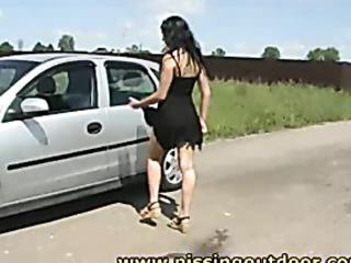 valeria pisses the road