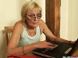 Wrinkled granny pussy taken by young man