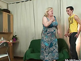 Chubby granny boned by young man