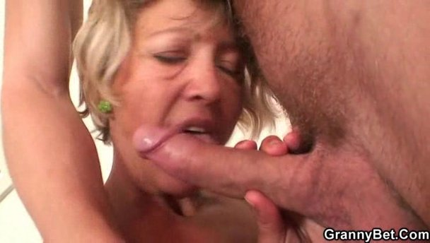 Black milf sucking white cock