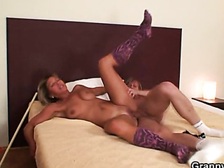 mature fuck the bed