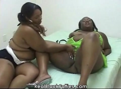 Ebony bbw dildos and gets fucked