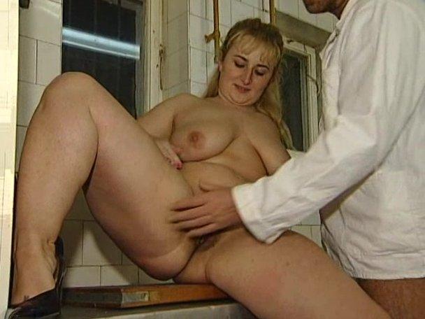 Chubby blonde porn tube