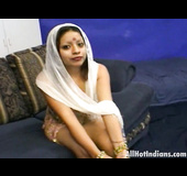 Sexy Indian shows off her body