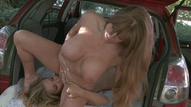 Eating pussy in car