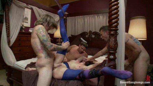 Cruise naked menage et med