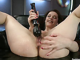 Pretty curvy babe moans and cum as het wet twat is banged hard by sex machines