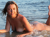 Teen hottie takes off her wet white tunica to expose her wonderful body in the river