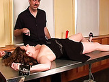 Chained to the table lady gets her trimmed puss stimulated