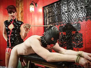queen makes her slave