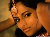 Mesmerizing Indian princess showing her natural body