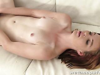 chica mona pelirroja se desnuda and