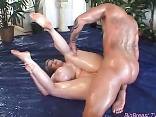 blonde oils her big