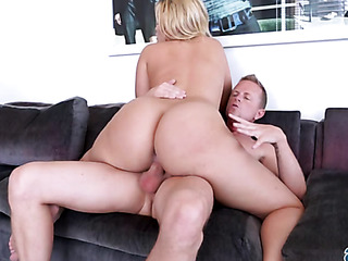 horny chick knows how
