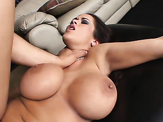 curvy woman gets her